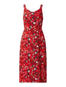 Czerwona sukienka Vero Moda mini na ramiączkach z dekoltem w kształcie litery v