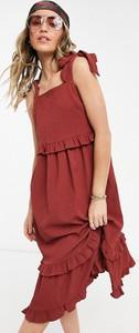 Czerwona sukienka Asos midi z okrągłym dekoltem