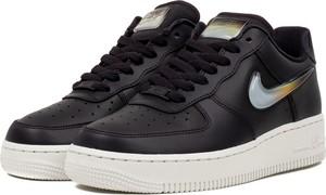 Buty sportowe Nike w sportowym stylu sznurowane na koturnie