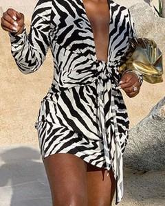 Sukienka Kendallme w stylu casual z dekoltem w kształcie litery v z długim rękawem