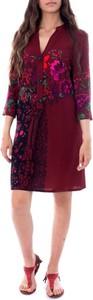 Sukienka Desigual z dekoltem w kształcie litery v z długim rękawem