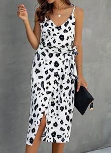 Sukienka Arilook w stylu casual z dekoltem w kształcie litery v midi