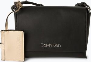 366e4402734b3 Czarna torebka Calvin Klein w stylu casual na ramię