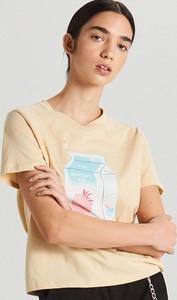 Żółty t-shirt Cropp z dekoltem w kształcie litery v w stylu casual z krótkim rękawem