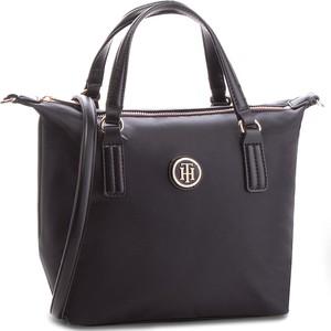Czarna torebka Tommy Hilfiger w stylu casual