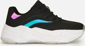 Czarne buty sportowe Cropp sznurowane