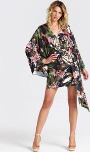 Sukienka Guess z dekoltem w kształcie litery v z długim rękawem w stylu casual