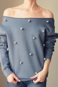 Niebieska bluza ONE MUG A DAY w młodzieżowym stylu