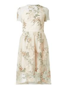 Sukienka Chi Chi London rozkloszowana z satyny