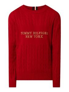Czerwony sweter Tommy Hilfiger w młodzieżowym stylu
