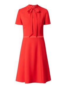 Czerwona sukienka Hugo Boss rozkloszowana z krótkim rękawem