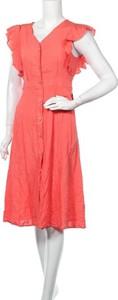 Różowa sukienka Lulu z krótkim rękawem z dekoltem w kształcie litery v