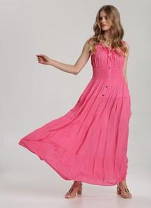 Różowa sukienka Renee z dekoltem w kształcie litery v rozkloszowana maxi