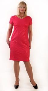 Czerwona sukienka Oscar Fashion z dzianiny z dekoltem w kształcie litery v midi