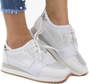 Buty sportowe STILI sznurowane na koturnie
