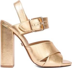 Złote sandały Kazar z klamrami na wysokim obcasie ze skóry