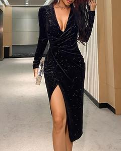 Sukienka Kendallme z długim rękawem z dekoltem w kształcie litery v asymetryczna