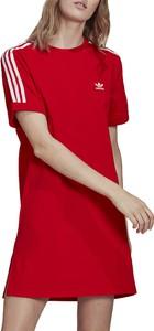 Czerwona sukienka Adidas z okrągłym dekoltem w sportowym stylu mini