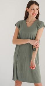 Zielona sukienka Hemisphere w stylu casual z dekoltem w kształcie litery v z wełny