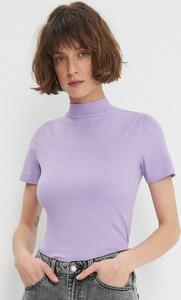 Fioletowy t-shirt House z krótkim rękawem z golfem w stylu casual