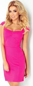 Różowa sukienka NUMOCO ołówkowa midi