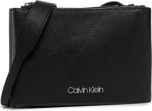Torebka Calvin Klein średnia ze skóry na ramię