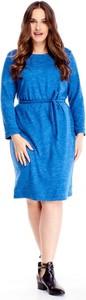 Niebieska sukienka omnido.pl z okrągłym dekoltem