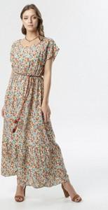 Sukienka born2be z krótkim rękawem w stylu casual z okrągłym dekoltem