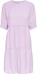 Różowa sukienka Only w stylu casual z krótkim rękawem