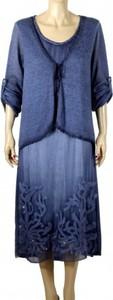 Niebieska sukienka atena-online midi z okrągłym dekoltem