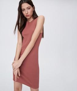 Różowa sukienka Sinsay dopasowana