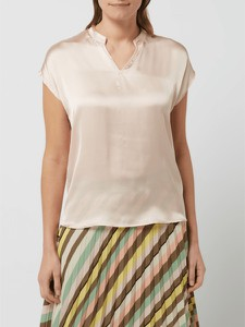 Różowa bluzka More & More z satyny z dekoltem w kształcie litery v