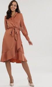 Pomarańczowa sukienka born2be midi z długim rękawem