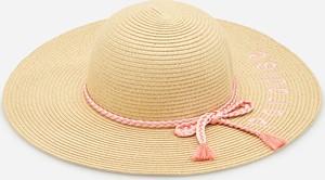 Złota czapka Reserved
