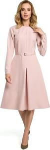 Różowa sukienka Merg z okrągłym dekoltem midi rozkloszowana
