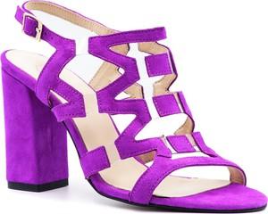 Fioletowe sandały Neścior z klamrami z zamszu na wysokim obcasie