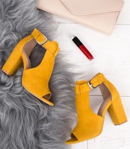 Sandały Laura Mode z klamrami na wysokim obcasie