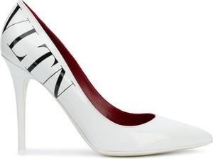 Szpilki Valentino na szpilce w stylu glamour ze skóry