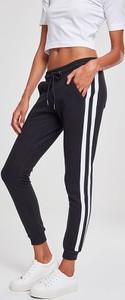 Czarne spodnie sportowe Urban Classics z dresówki