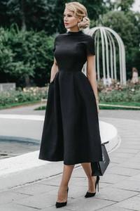 Czarna sukienka Ivet.pl midi z golfem