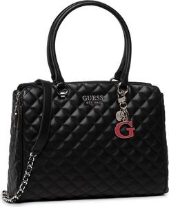 Czarna torebka Guess średnia na ramię