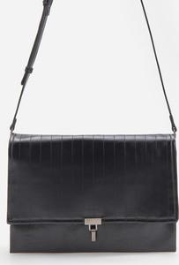 Czarna torebka Reserved matowa średnia