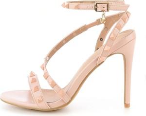 Sandały Prima Moda z klamrami na wysokim obcasie w rockowym stylu