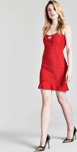 Sukienka Guess z okrągłym dekoltem bandażowa