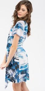 Sukienka VISSAVI mini z krótkim rękawem w stylu casual