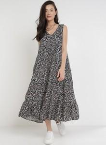 Sukienka born2be oversize z dekoltem w kształcie litery v
