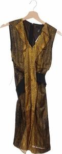 Żółta sukienka Kenneth Cole z dekoltem w kształcie litery v
