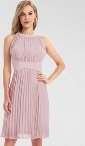 Różowa sukienka Apart bez rękawów z okrągłym dekoltem