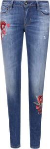 Jeansy Guess Jeans w street stylu