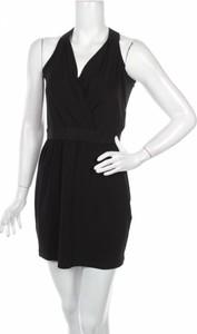 Czarna sukienka BCBGeneration mini z dekoltem w kształcie litery v bez rękawów